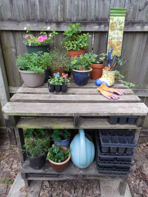 Pallet Potting Bench Ideas | Pallet Furniture Projects