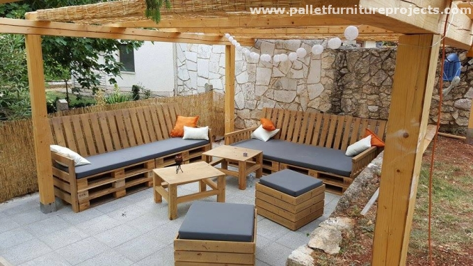 Outdoor pergola lounge seating with pallets pallet - Muebles de terraza con palets ...