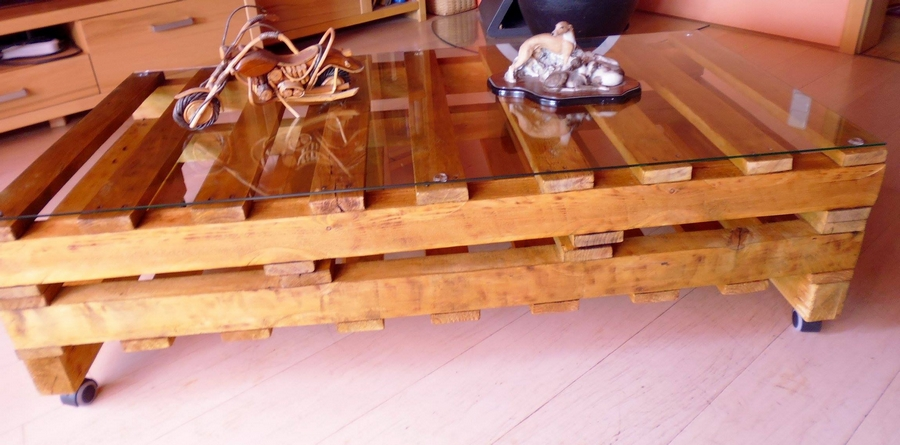 Recycled Pallet Table With Glass Top Pallet Furniture Projects